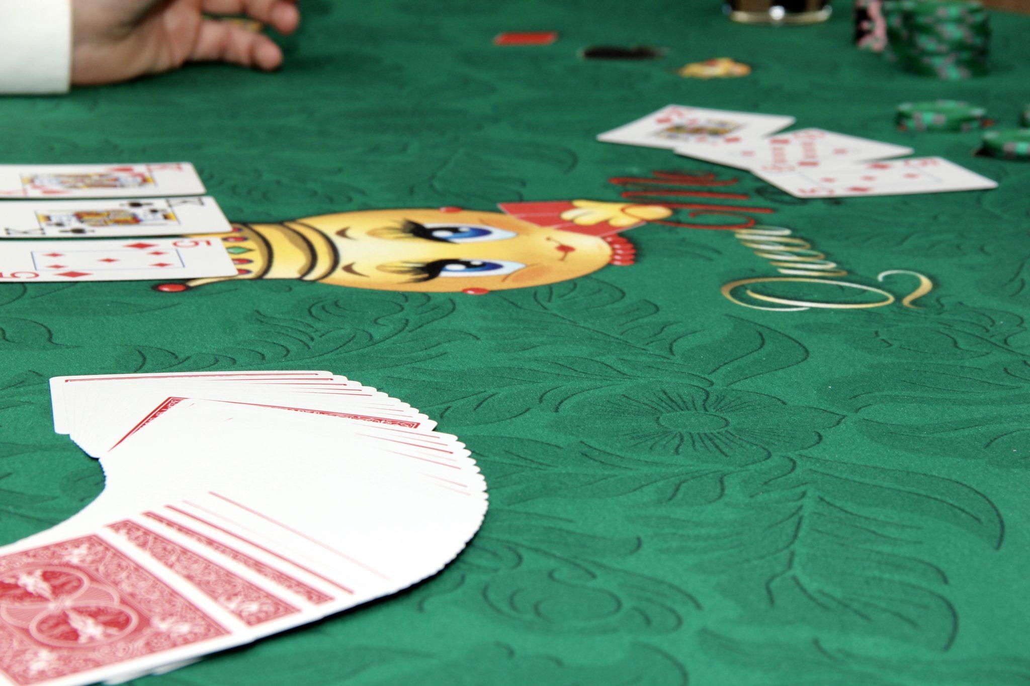 Casino Party Games | Queen Me Poker